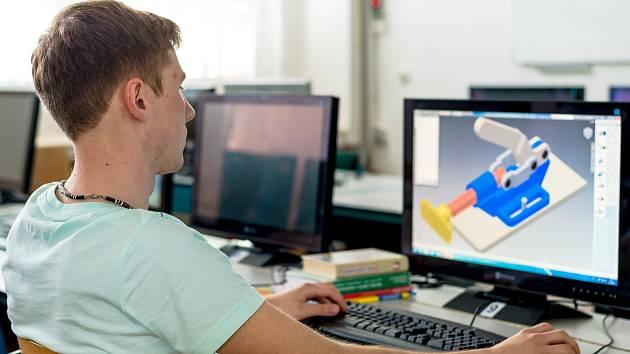 KLÍČEM K ÚSPĚCHU je poskytnout studentům středních škol příležitost kontaktu s nejmodernějšími technologiemi.