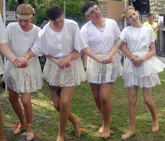 Úspěch mělo při oslavách například vystoupení na téma Čajkovského Labutího jezera.