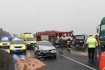 Vážná dopravní nehoda se stala na silnici I/7 například v listopadu. Zraněni velmi vážně byli tehdy dva lidé