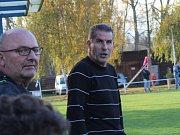 Velvary (v zeleném) přehrály doma Kladno 2:0. Trenér hostů se hodně zlobil.