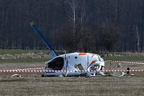 Z havárie vrtulníku ve Velké Dobré.