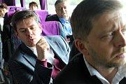 Středeční výlet Deník busem s deseti lídry středočeských politických stran, adepty do parlamentu, z Prahy až na Rakovnicko.