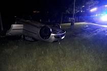 Opilý řidič boural ve Smečně. Zranil sebe a čtyři mladé lidi