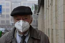 Lidé na Kladensku nasadili respirátory, nařízení dodržují.
