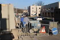 Oprava zdi v Lázeňské ulici finišuje