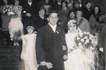 SVATBA MILOSLAVY A JAROSLAVA v roce 1933. Snímek se zachoval, protože ho měla sestra ve Stehelčevsi.