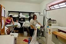 Prádelna Letohrádku Vendula zaměstnává klienty s handicapem.