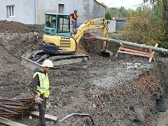 Budování nového mostu potrvá zhruba do ledna. Hotovo může být ale i dříve. Podle počasí.