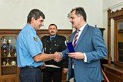 Město Slaný ocenilo nejdéle sloužící strážníky.