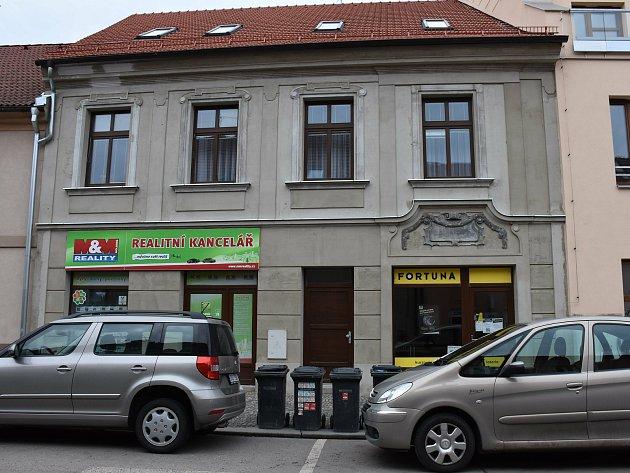 11. zastavení - Třebízského ulice č.p. 186.Vtomto domě žil Václav Štech a narodil se zde jeho syn kunsthistorik V. V. Štech.