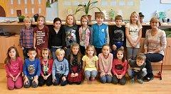 Prvňáčci ze ZŠ Zvoleněves pod vedením třídní učitelky Jaroslavy Svejkovské.