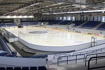 Do výměny střechy zimního stadionu město investuje desítky milionů korun.