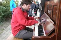 Piano Antonín se nacházelo v Dvořákových sadech u divadla.