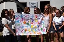 Studenti zorganizovali pro Tomáška a jeho spolužáky zábavné dopoledne.