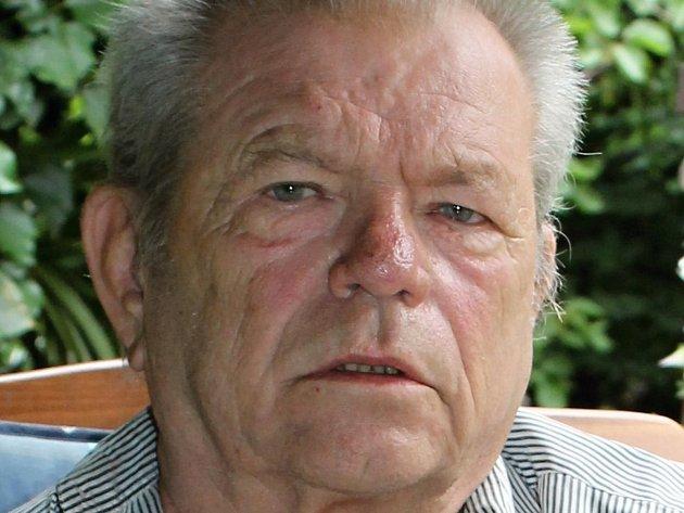 Stanislav Švarc, 68let, emeritní ředitel ZŠ, Slaný