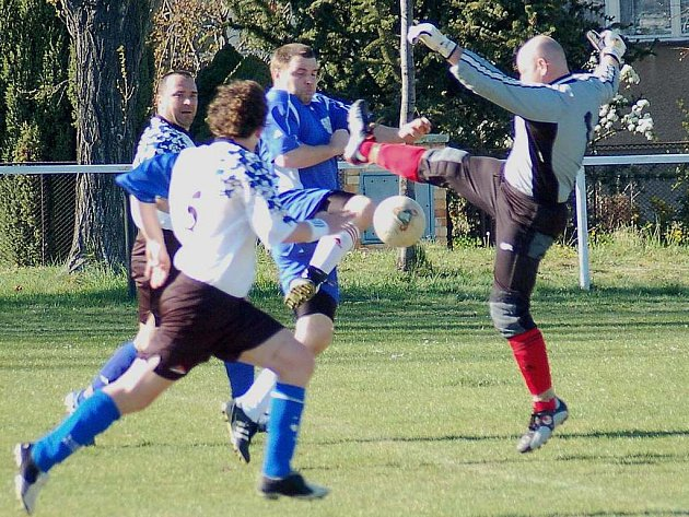 O víkendu pokračuje fotbalový okresní přebor. O první body budou usilovat Otvovice, Novo a Slavoj.