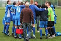 Radost fotbalistů Braškova po derby v Unhošti byla obrovská.