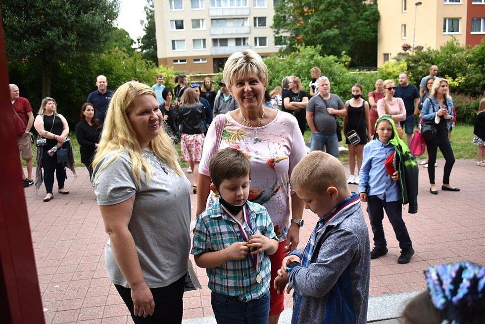 Předávání vysvědčení v 7. Základní škole ve Vodárenské ulici v Kladně.