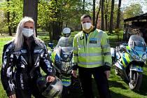 Mluvčí policejního prezidia Hana Rubášová a vedoucí policejního mototýmu David Suchan.