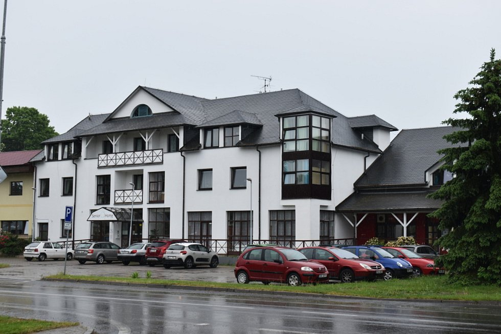 Společenský sál a Senior Home v Tuchlovicích.