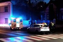 V Kladně u divadla srazilo auto chodce, na místě zemřel.