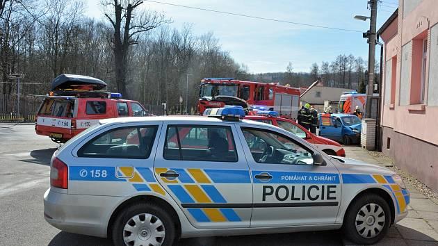 Ve Slaném naboural řidič do sloupu. Po nehodě zemřel.