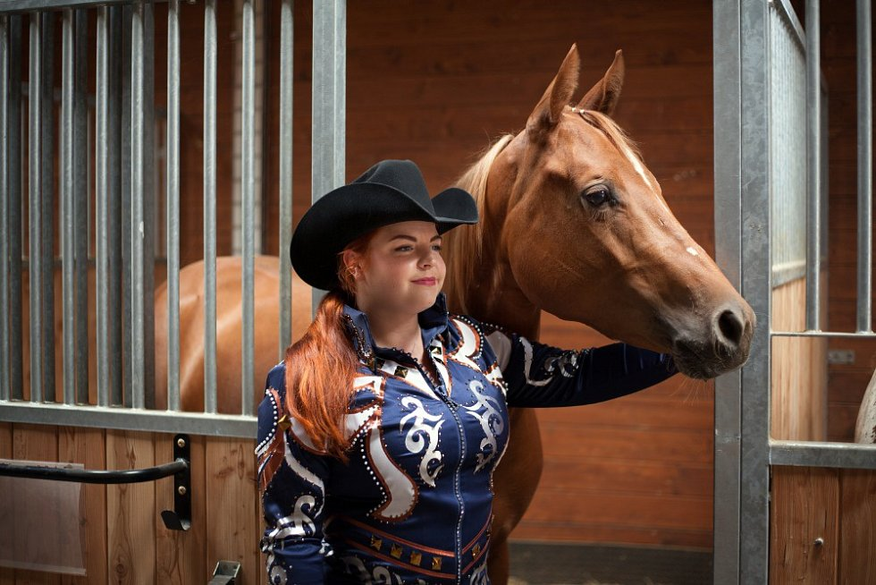Lenka Rollová s kamarádkami Drahomírou Košvancovou, Janou Novotnou, Terezou Dryákovou a manažerkou Královického dvora Lenkou Holou připravily právě do Královic westernovou show koní plemene Appaloosa a American Paint Horse.