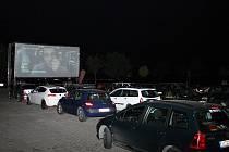 Autokino na Zličíně nabízí nevšední zážitek sledování filmů.