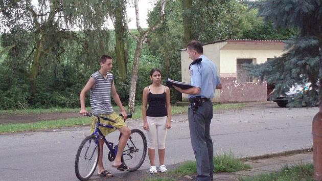 V zastávce v Bratkovicích u Velvar málem blesk zabil dva chlapce.