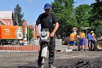 Vybudování pevného kruhového objezdu u dispenzáře v Kladně si včetně všech dalších prací vyžádá investici zhruba 3,5 milionu korun.