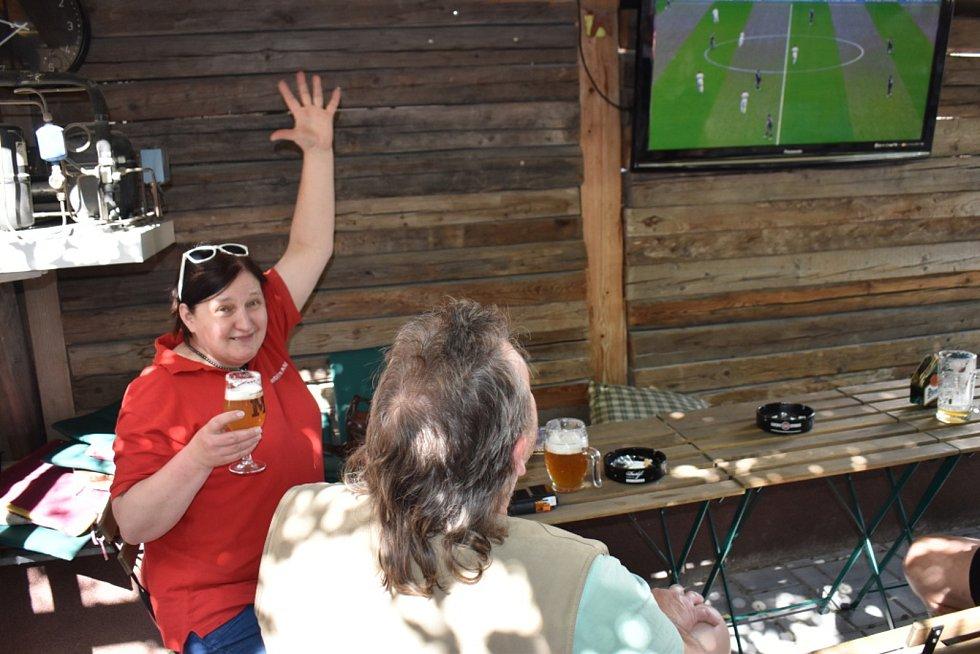 Fanoušci drželi palce fotbalistům i v Kladně Pod Vobrazem