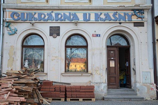 4. zastavení – Masarykovo náměstí č.p. 111.Vtomto domě bydlel básník Svatopluk Čech.