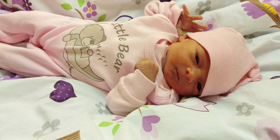 Lilien Pluhařová se narodila 5. února 2021 v 1. 39 hodin v čáslavské porodnici. Vážila 3050 gramů a měřila 49 centimetrů. Domů do Březové si ji odvezli maminka Veronika, tatínek Michal a osmiletý bráška Oliver.