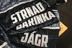 Rytíři Kladno vydražili černé dresy ze svého posledního extraligového utkání před domácími fanoušky za 319 763 korun.