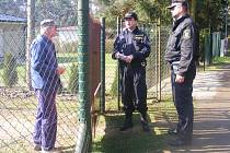POLICISTÉ A STRÁŽNÍCI informovali majitele rekreačních objektů jak zabezpečit své rekreační objekty před zloději.