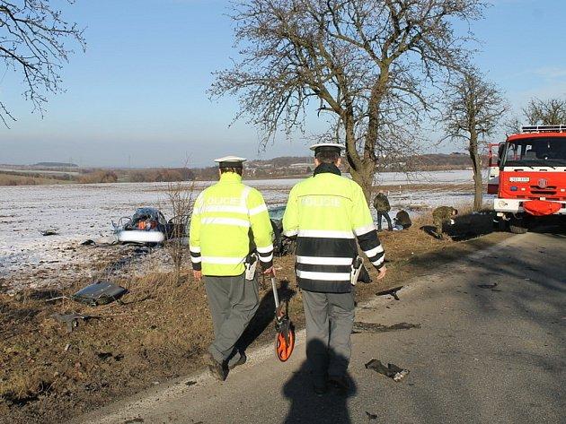 Tragická dopravní nehoda u Slaného si vyžádala tři mrtvé
