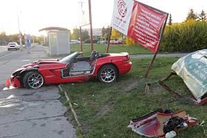 Nehoda sportovního vozu Dodge Viper.