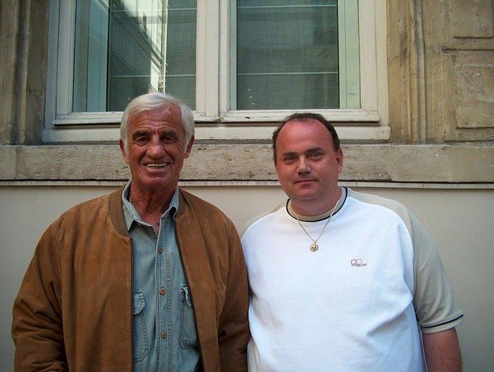 Jan Podolský na návštěvě u J. P. Belmonda v roce 2004 před jeho domem.