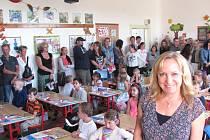 UČITELKA MARCELA KLEINOVÁ při vítání prvňáčků, jejichž školní rok započal v Základní škole Unhošť.