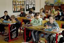 Několik set starších žáků Základní školy v Unhošti nebude už od příštího roku muset na obědy přecházet do půl kilometru vzdálené budovy.