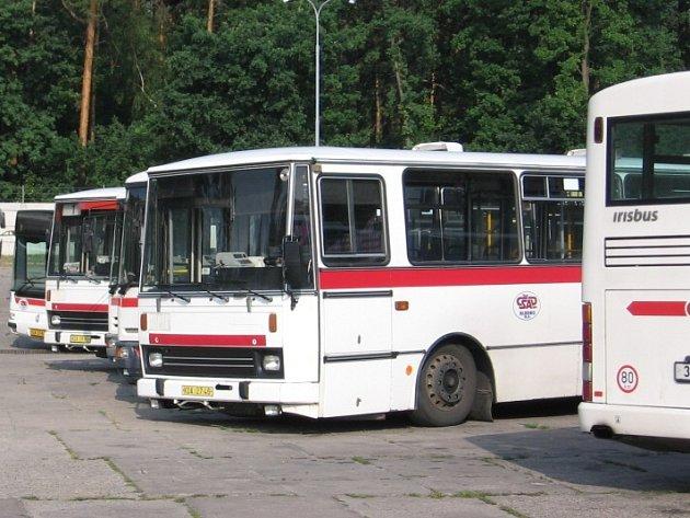 Autobus patři kladenské firmě ČSAD.