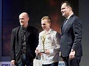 Nejúspěšnější sportovec Slaného 2016 je plochodrážník Eduard Krčmář (uprostřed). Vpravo je starosta Slaného Martin Hrabánek.