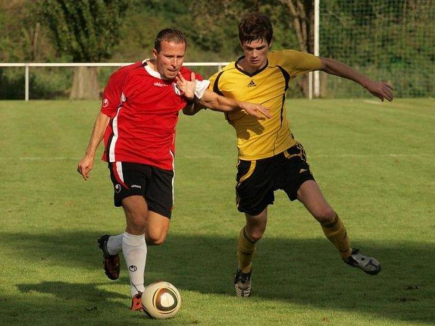 Josef Bauer (vlevo) sleduje poctivě všechny stadiony v I. A třídě.