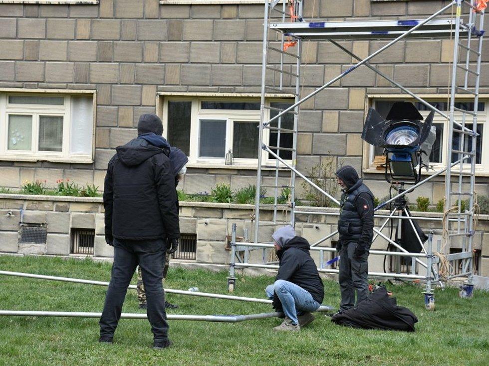 Filmový štáb si vybral pro natáčení v Kladně rozdělovské věžáky.