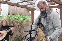 Lidé se mohli zaposlouchat do mystické keltské hudby a poezie severských skaldů.