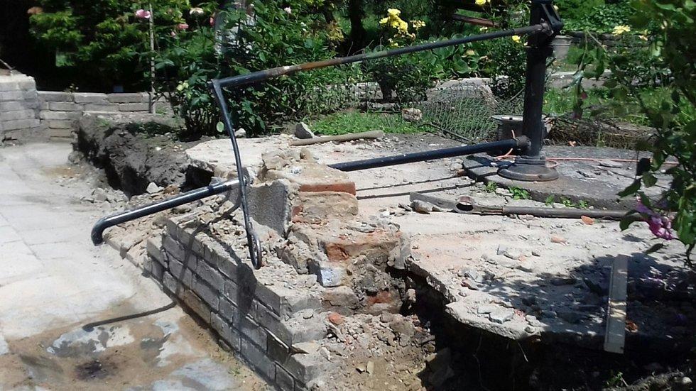 Oprava Slaného pramenu v Nezamyslově ulici ve Slaném.