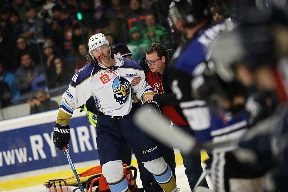 WSM liga: Kladno - Havířov, Jaromír Jágr odjíždí z ledu s krvavým zraněním