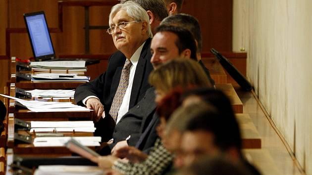 Jiří Dienstbier na první schůzi Senátu po zvolení.