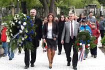 Pomníky padlých a dalších obětí druhé světové války  v největším středočeském městě ozdobí věnce.