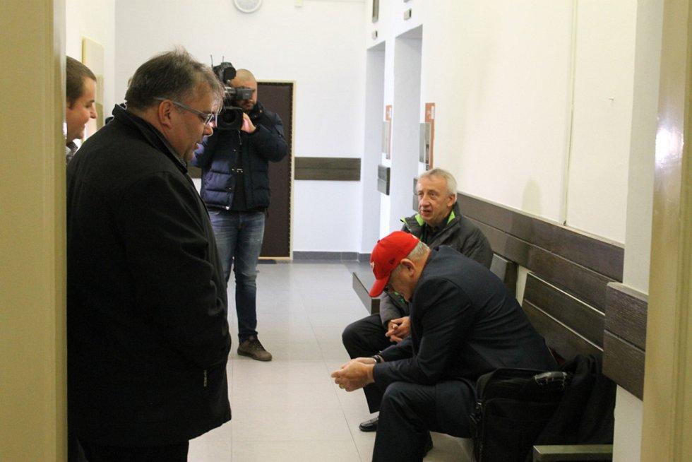 Kladenský zkušební komisař půjde za mříže, ostatní vyvázli s podmínkou.